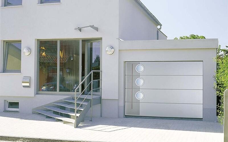 Jak dbać o bramy garażowe i wjazdowe?